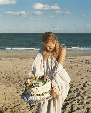 Dec. 4th 2017.  A sand Castle. A Cake. With my Little Bear Team. Nan and @bruce_weber. The 30th birthday dream. The love I have for this family is beyond words. Thank you 🐻
